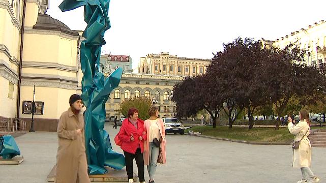 Непередбачувані обставини. Абстрактна скульптурна інсталяція у Києві