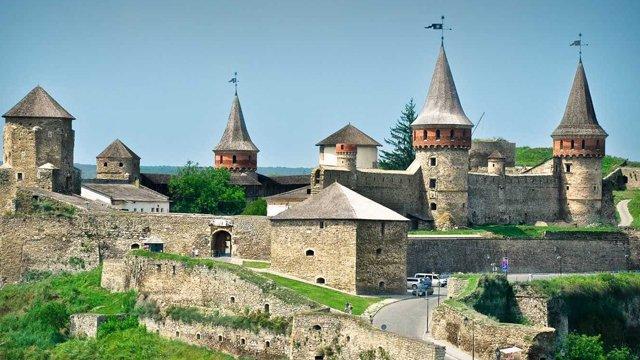 7 самых красивых замков и крепостей Украины