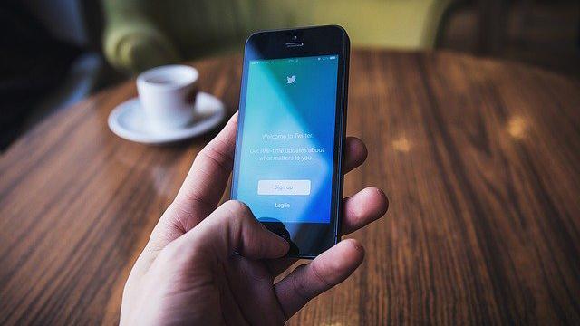 Twitter почне маркувати і видаляти фейкові фото та відео