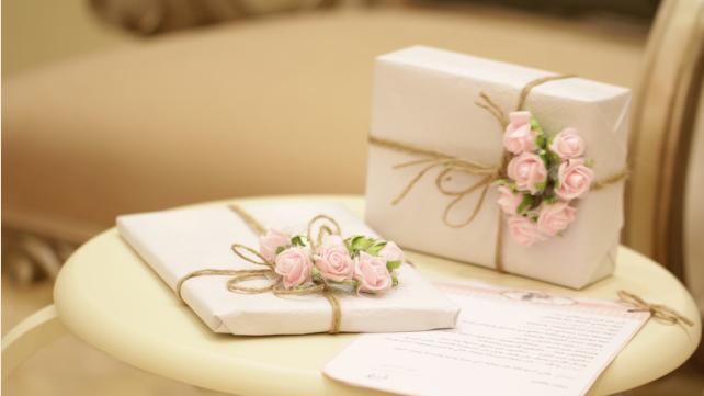 Что мужчины и женщины дарят на День святого Валентина и кто больше тратит