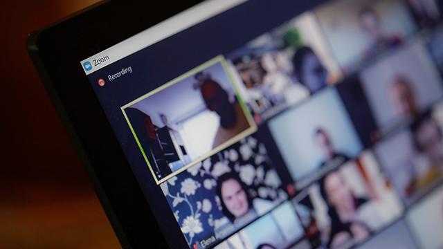 Вбивство у прямому ефірі: в США син вбив батька під час відеочату в Zoom