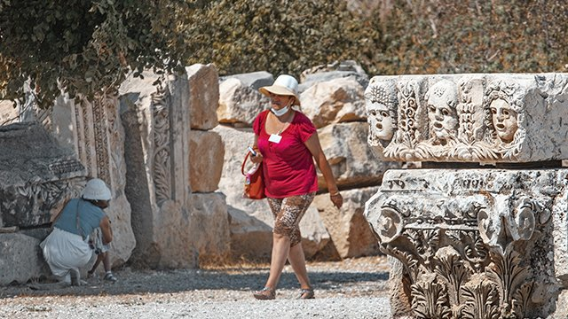 У Греції через компанію Mouzenidis Travel застрягли українці: МЗС допомагає їм повернутися
