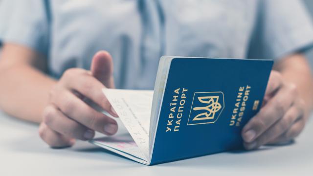 Україна втратила дві позиції в індексі сили паспортів