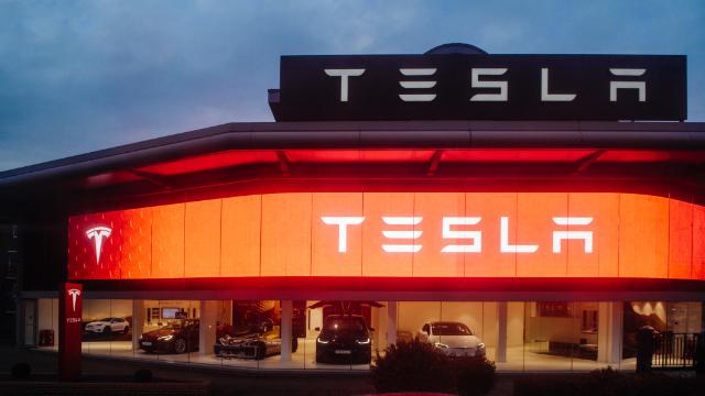 Біткоїн обвалив акції Tesla