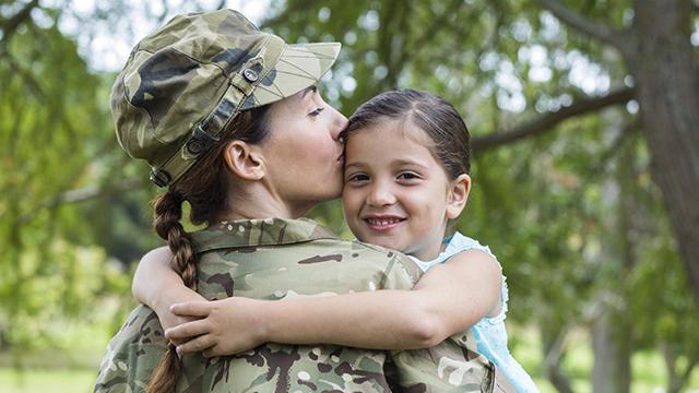 солдат з дитиною